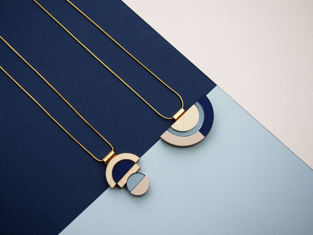 Image of BALANCE NECKLACE - SAPPHIRE