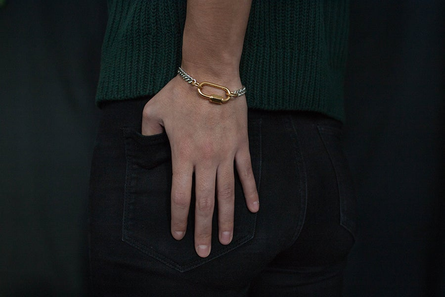 CAUGHT AND BOUND - A PLAY ON INTERLOCKING  - BOLD AND CHIC IN THE SAME TIME  The 'Bound' bracelet features a flat chunky gourmet chain of solid 925 silver.  The mordern technical heavy lock which is made of first quality stainless steel, a precious and strong material is 32mm long and 18 karat heavy gold plated. The lock also functions as the connecting part
