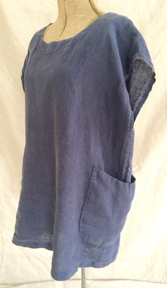 Image of linen capped sleeve tunic, navy