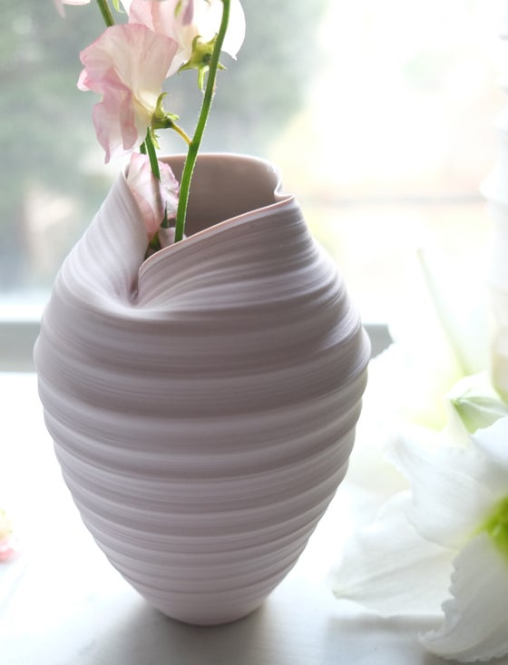 Image of Metamorphosis Vase, Pale Pastel Mauve, #712