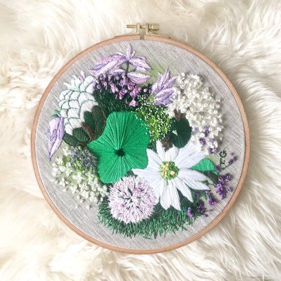 Image of 'Gardenia' - 23x23cm - hoop emboidery