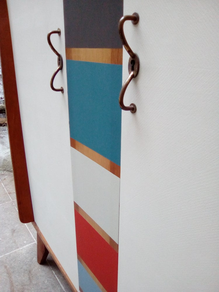 Image of Armoire profil aileron pieds compas