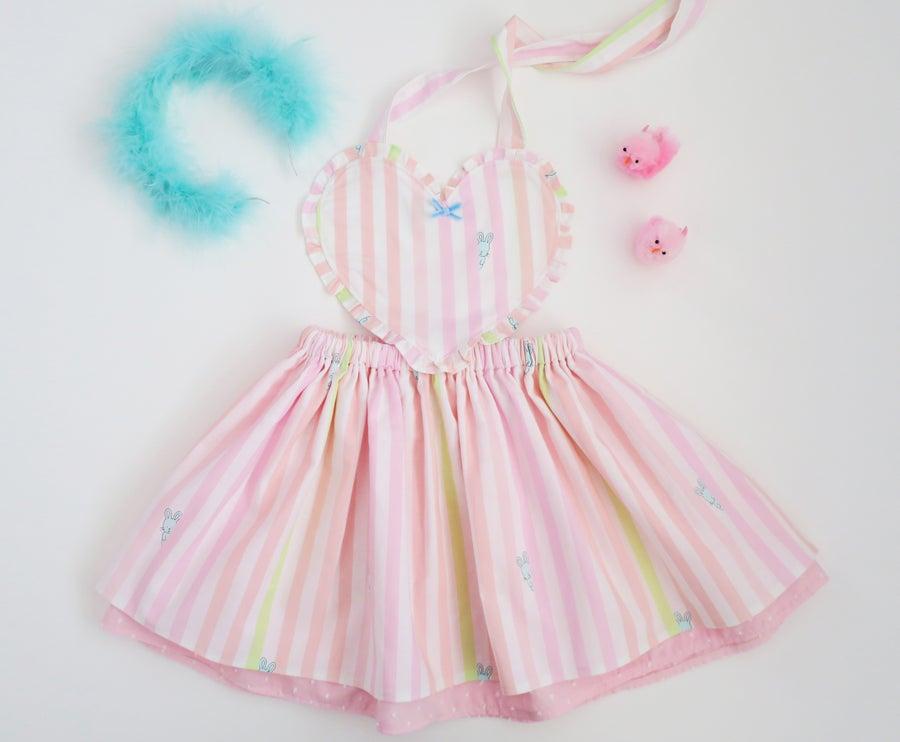 Image of Se Mari Peek-a-boo Bunny Heart Pinny