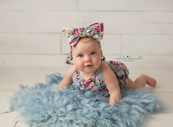 Image of SWEETLY SITTING {from 5 mths}