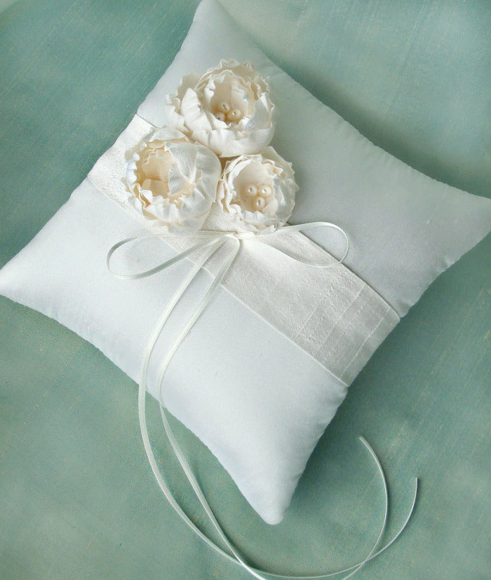 Image of Catala Bouquet Silk Ring Pillow