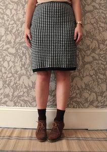 Image of Vintage Black White Dogtooth Knitted Skirt UK 14 Eur 42 US 10