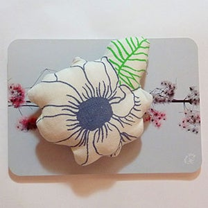 Image of Broche 06 - blanche