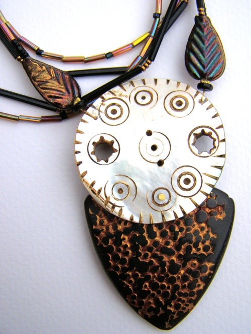 Image of Elegant Maorea Polymer Rayskin and Pearl Disk Pendant