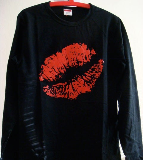 Image of Big Kiss Tee Long Sleeve Black
