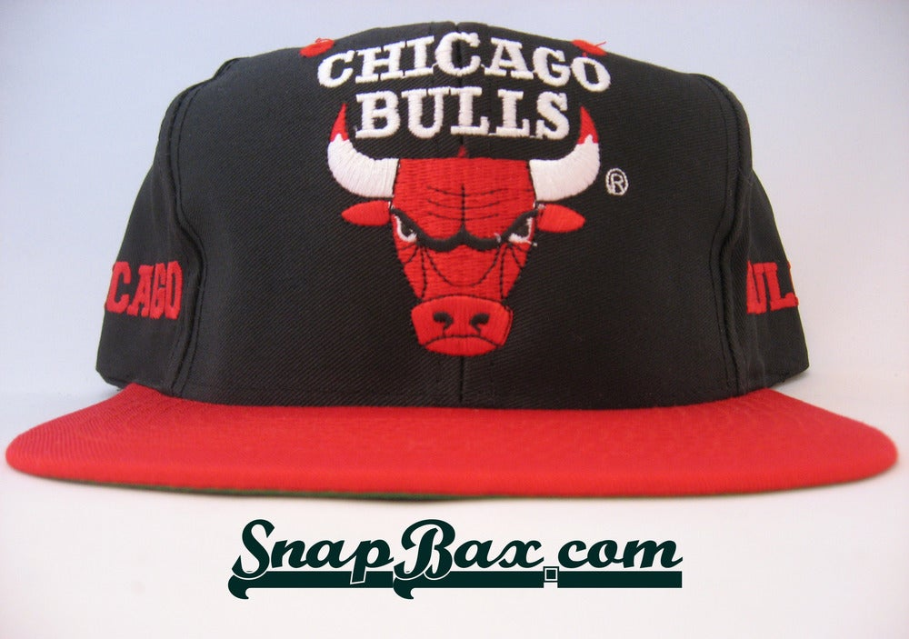 Image of VINTAGE CHICAGO BULLS LOGO 7 SNAPBACK 3