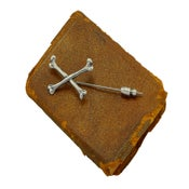 Image of Crossbones Stick-Pin
