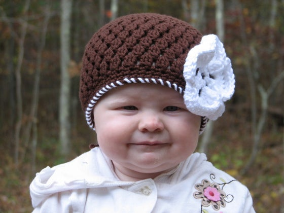 Image of Brown Beanie with Flower Crochet Pattern PDF 042