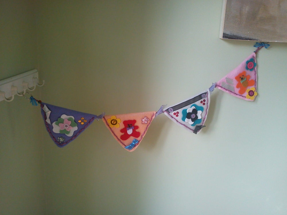clarence crafts lovely mini baby bunting for pram cot wall. Black Bedroom Furniture Sets. Home Design Ideas