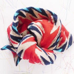 Image of Le foulard fléché • The arrow scarf