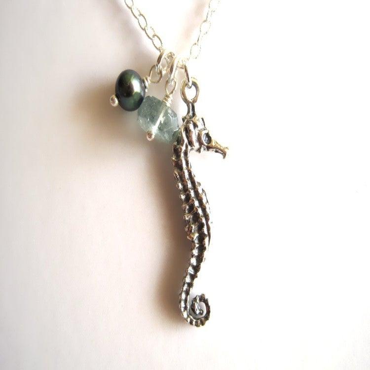 Image of Sea Horse necklace - Mo'o Lio Silver