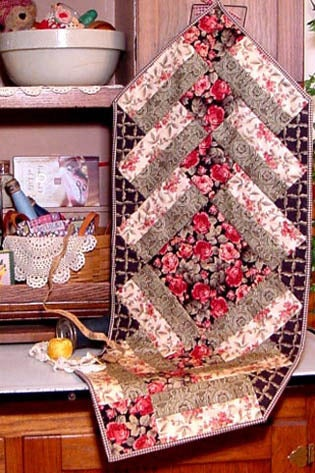 Image of Fat Quarter Table Runner II - Pattern Q111 PDF pattern