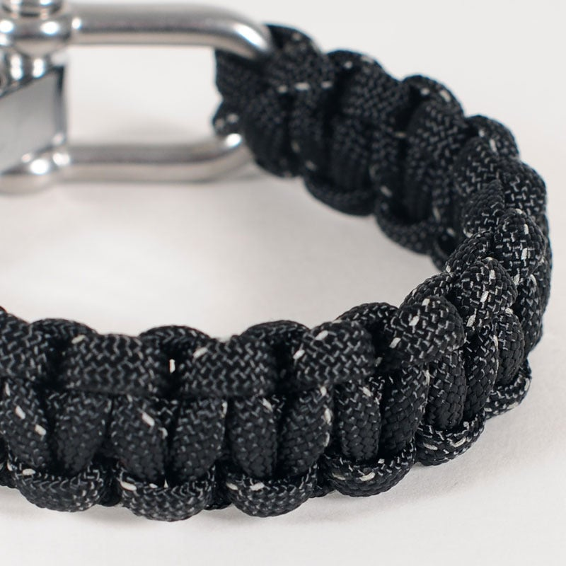 Image of Paracord Shackle Bracelet - Black/Reflective