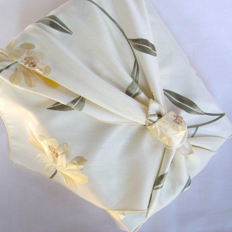 Myfuroshiki Myfuroshiki Cream Floral Faux Silk Reusable