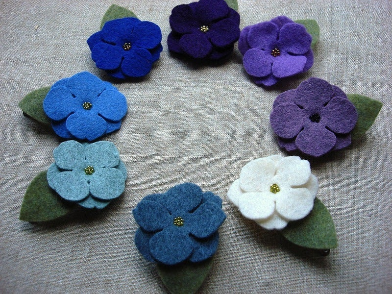 Image of medium beaded flower clip // cool colors