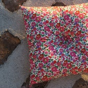 Image of BETSY (PINK) square buttoned cushion