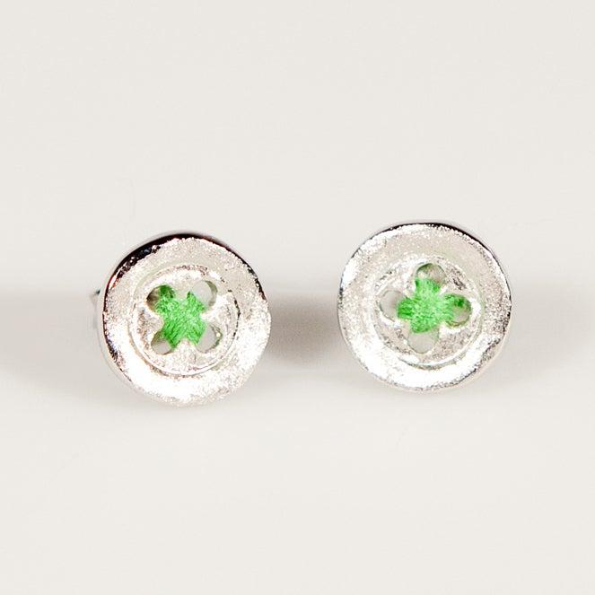 Image of Oorknoopjes/oorbellen plat met groene draad, zilveren juwelen Antwerpen