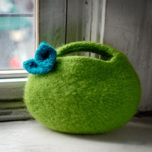 Image of PATTERN - Felted Berry Bag and Knitted Leaf - Small Circular Clutch