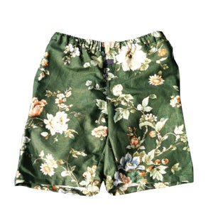 Image of BOTANICAL GREEN FLORAL SHORT