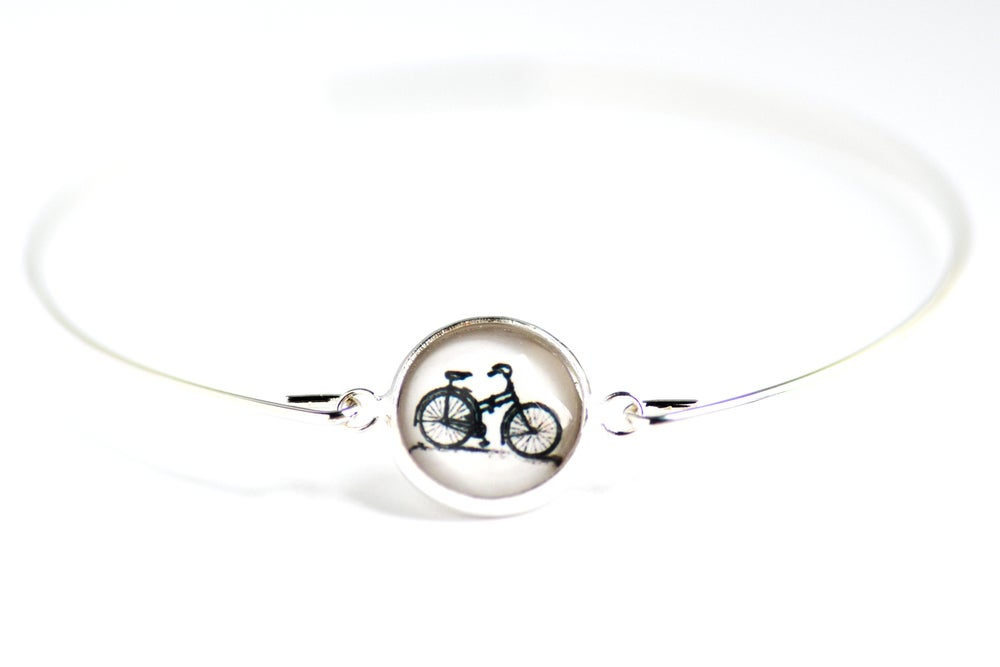 Image of Bracelet fin illustration bicyclette, laiton argenté