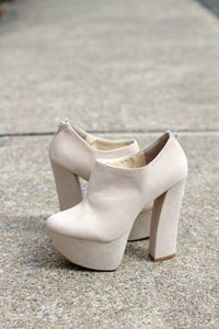 Image of White Pumps